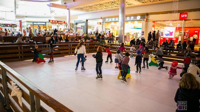 La patinoire est installée au centre Bay 2, à Collégien.