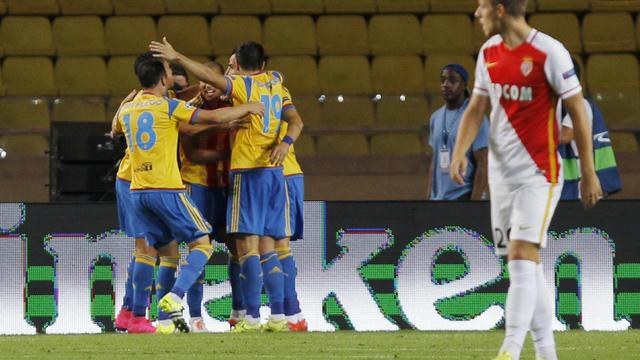 Les joueurs de Valence (g) célèbrent le but d'Alvaro Negredo en barrage retour de la Ligue des champions, le 25 août 2015 au Stade Louis II   [Jean Christophe Magnenet / AFP]