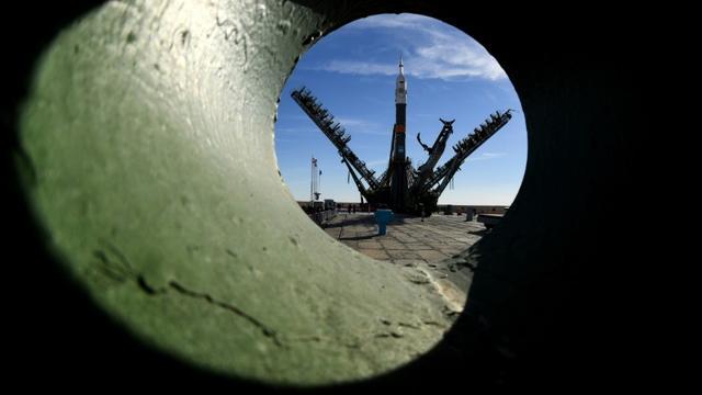 Une fusée Soyouz MS-10 est assemblée sur le cosmodrome russe de Baïkonour au Kazakhstan le 9 octobre 2018. [Kirill KUDRYAVTSEV / AFP/Archives]
