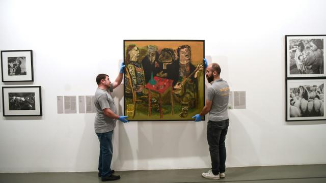 Le musée d'art moderne d'Istanbul va déménager et faire peau neuve, les oeuvres sont décrochées puis mises en caisse, le 23 mars 2018 [OZAN KOSE / AFP]
