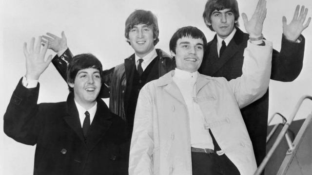 The Beatles (De g à d) Paul McCartney, John Lennon, Jimmy Nicol and George Harrison, en juin 1964.