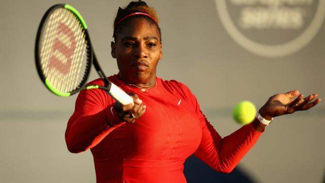 L'Américaine Serena Williams face à la Britannique Johanna Konta lors du 1er tour du tournoi de San José, le 31 juillet 2018 [EZRA SHAW / Getty I/AFP]
