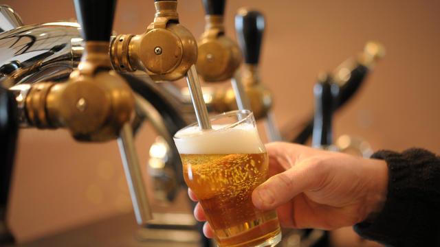 Trinquer avec une bière ne sera pas donné à tout le monde si l'on n'enraye pas le réchauffement climatique.