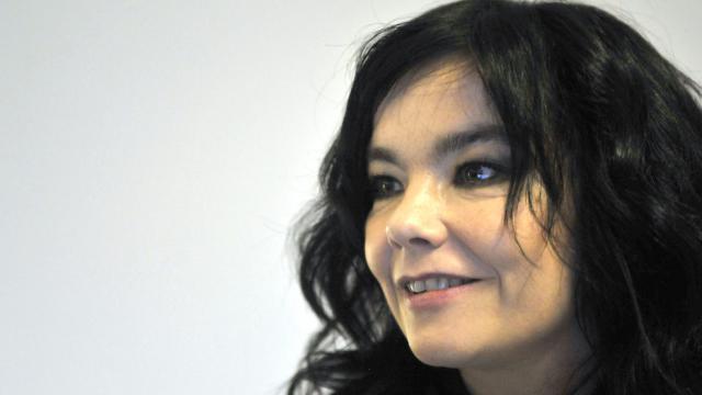 Björk revendique le droit de mixer