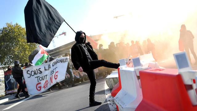 Un «Black Bloc» lors d'une manifestation à Nantes, le 9 octobre 2018.