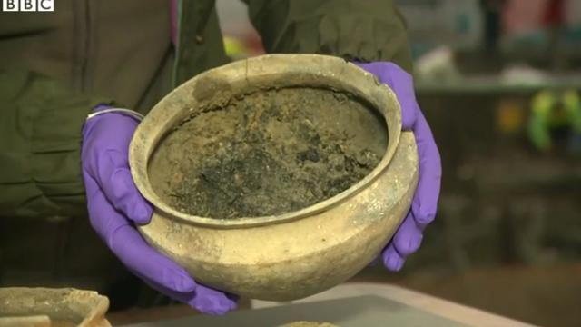 Les archéologues ont découvert des bols contenant des repas.