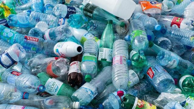 Admirable Un million de bouteilles en plastique sont vendues chaque minute LI-63