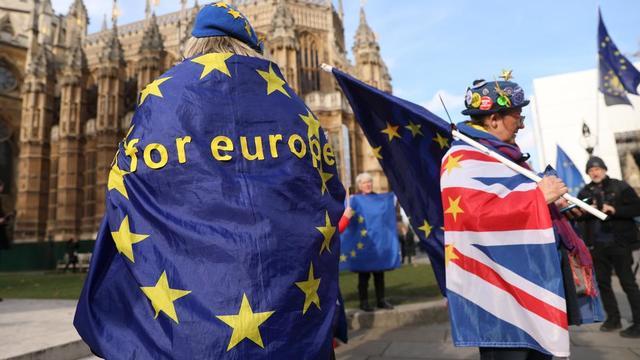 Alors qu'un sommet européen sur le Brexit approche, plusieurs scénarios se dessinent, allant du report à la sortie sans accord.