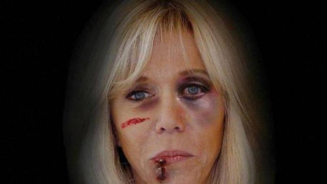 En représentant Brigitte Macron ainsi, l'artiste italien AleXsandro Palombo souhaite alerter sur le fléau des violences faites aux femmes.