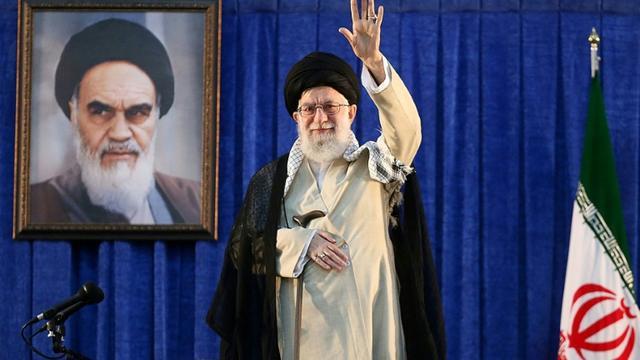 Photo transmise par le bureau du guide suprême iranien Ali Khamenei le montrant lors d'un discours pour commémorer le 30e anniversaire de la mort de l'ayatollah Rouhollah Khomeiny, le 4 juin 2019 à Téhéran [HO / IRANIAN SUPREME LEADER'S WEBSITE/AFP]