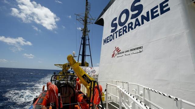 L'Aquarius, le bateau des organisations SOS-Méditerranée et Médecins sans Frontières, le 26 juin 2018 au large de Lampedusa, en mer Méditerranée [PAU BARRENA / AFP/Archives]