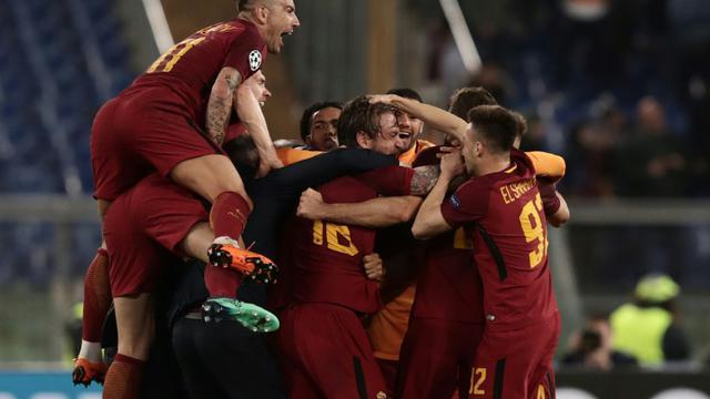 Les joueurs de l'AS Rome fous de joie après avoir renversé et éliminé le FC Barcelone en quart de finale retour de Ligue des champions le 10 avril 2018 [Isabella BONOTTO / AFP]