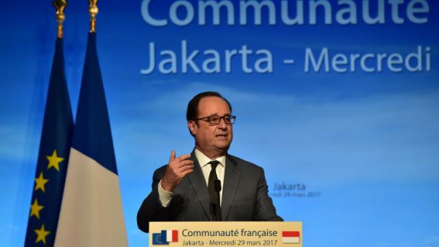 Le président Français devant les membres de la communauté française à Jakarta, le 29 mars 2017 [CHRISTOPHE ARCHAMBAULT / AFP/Archives]