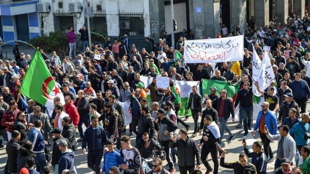 """Résultat de recherche d'images pour """"5e mandat, manifestations en algérie, mars 2019"""""""