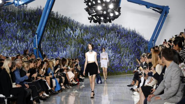 Des mannequins lors du défilé Dior de la semaine de la mode à Paris, le 2 octobre 2015  [FRANCOIS GUILLOT / AFP]