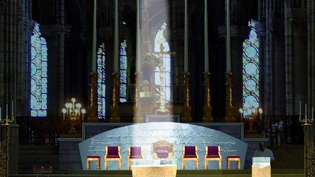 Le futur autel sera réalisé en verre et en pierre.