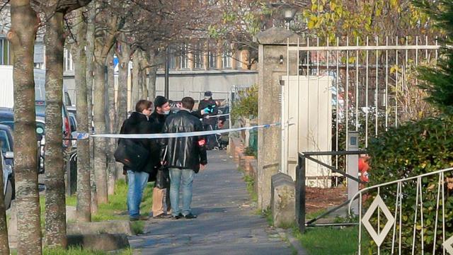 La police enquête à l'école maternelle Jean-Perrin d'Aubervilliers le 14 décembre 2015 où un instituteur a inventé avoir été attaqué au cutter  [JACQUES DEMARTHON / AFP]