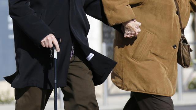 Un couple de personnes âgées le 19 mars 2013 à Nice [Valery Hache / AFP/Archives]