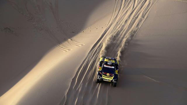 Le Français Sebastien Loeb, au volant d'une Peugeot, remporte la 2e étape du rally Dakar-2019, le 8 janvier, entre Pisco et San Juan de Marcona, au Pérou [FRANCK FIFE / AFP]