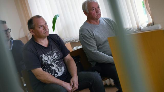 Les deux principaux accusés dans le crash de l'avion du PDG de Total, Christophe de Margerie dans un tribunal à Moscou, le 7 juillet 2017 [VASILY MAXIMOV  / AFP]