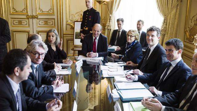 Jean-Claude Mailly (G) face à Arnaud Montebourg et Manuel Valls le 11 avril 2014 à l'hHôtel Matignon à Paris  [Fred Dufour / AFP/Archives]