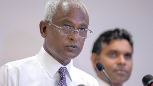 Le candidat de l'opposition à la présidentielle Mohame Solih s'adresse aux médias, le 23 septembre 2018 à Malé, aux Maldives [- / AFP]