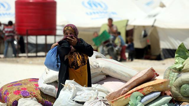 Des civils syriens ayant fui Raqa dans un camp de réfugiés à Ain Issa, en Syrie, le 3 juin 2017 [DELIL SOULEIMAN / AFP/Archives]