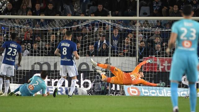 Le défenseur japonais de Marseille Hiroki Sakai (2g) buteur lors du match nul 1-1 à Strasbourg le 3 mai 2019 [FREDERICK FLORIN / AFP]