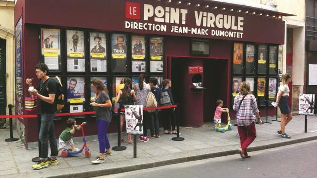 Le Point Virgule, rue Sainte-Croix-de-la-Bretonnerie dans le Marais