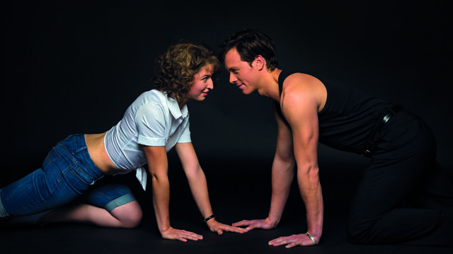 Cécile Mazéas et Corentin Mazo reprennent les rôles tenus à l'écran par Jennifer Grey et Patrick Swayze