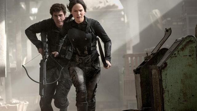 "Jennifer Lawrence et Liam Hemsworth dans ""Hunger Games - La révolte : partie 1""."