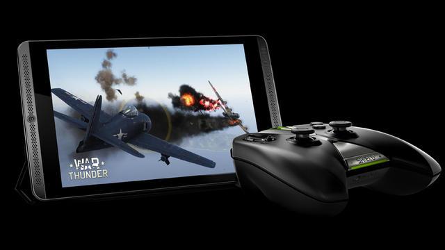 La tablette fonctionne avec une manette pensée pour les gamers.