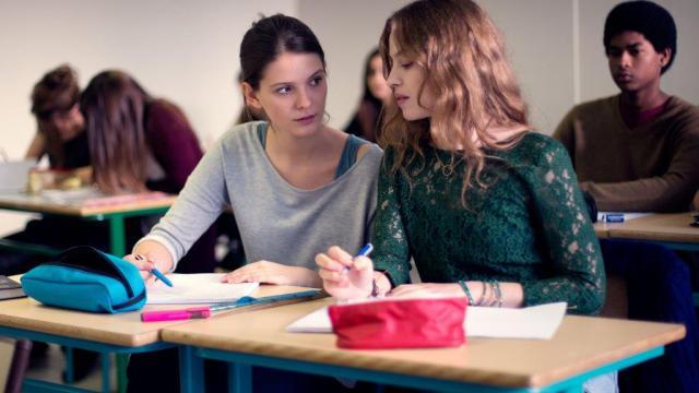"""Joséphine Japy et Lou de Laâge dans le nouveau film de Mélanie Laurent """"Respire""""."""