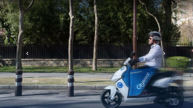 Cet été, une flotte de 5.600 scooters électriques en libre-service sera disponible à Paris.