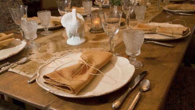 La table n'a d'ailleurs été inventée que dans le courant du XVIIe siècle.