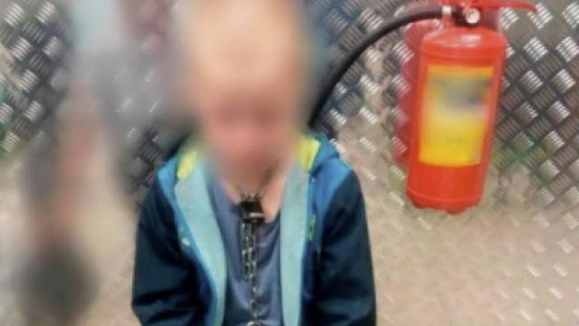 Le garçon maltraité a été confié aux services sociaux.