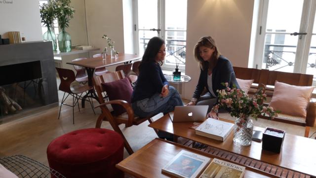 Valérie Gerbi, la directrice artistique de Merci, et Véronique Forge, organisatrice de l'événement, dans le Lounge.