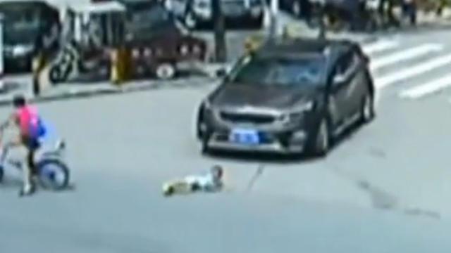 enfant écrasé par voiture