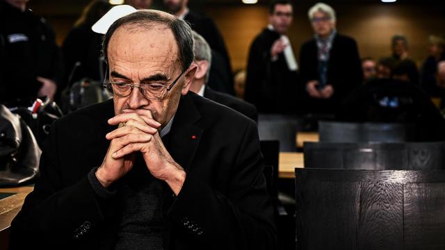 Le 7 janvier 2019, l'archevêque de Lyon, le cardinal Philippe Barbarin, se présente devant le tribunal de Lyon pour y assister à son procès.