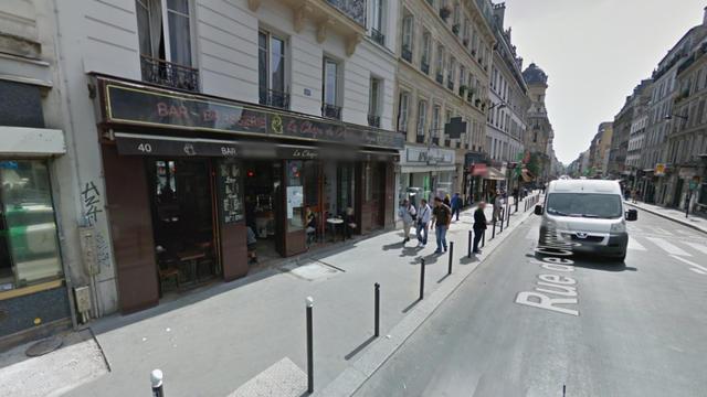"""Huit établissements du 18e arrondissement adoptent une charte """"de bonne conduite"""" pour améliorer le dialogue avec les riverains."""