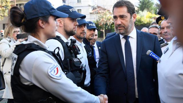 Dès sa nomination, le ministre s'est rendu auprès de policiers des Lilas, en Seine-Saint-Denis.