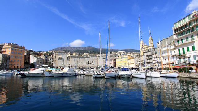Le Vieux-Port de Bastia, au nord de l'île de Beauté.