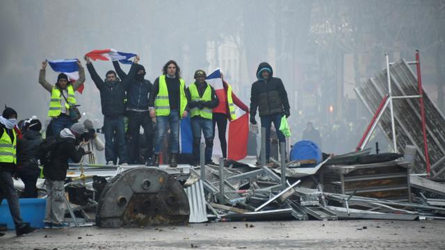 """Manifestation de """"gilets jaunes"""" sur les Champs Elysées à Paris, le 24 novembre 2018 [Bertrand GUAY / AFP]"""