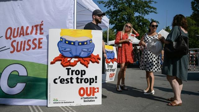 Des militants de l'Union démocratique du centre font campagne avant le sur la libre circulation avec l'UE, le 13 septembre 2020 à Genève [Fabrice COFFRINI / AFP/Archives]