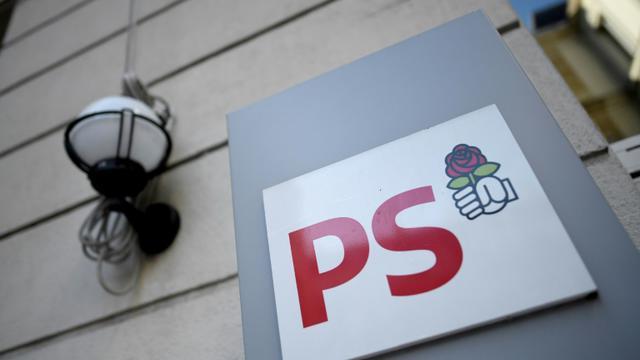 Le logo du PS, au siège rue de Solférino à Paris, le 18 décembre 2017 [STEPHANE DE SAKUTIN / AFP]