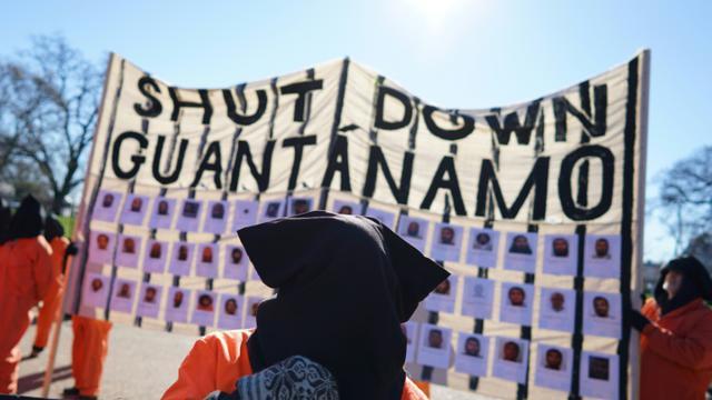 Des manifestants réclament la fermeture de la prison de Guantanamo, le 11 janvier 2016 en face de la Maison Blanche, à Washington [MANDEL NGAN / AFP/Archives]