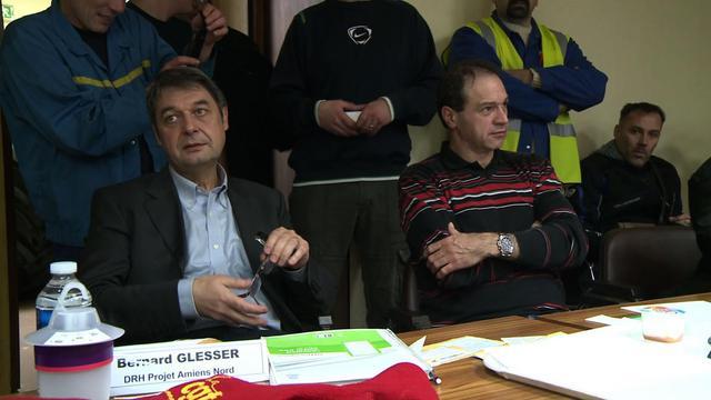 Les deux cadres de l'usine Goodyear d'Amiens-Nord séquestrés par le personnel, le 6 janvier 2014 [ / AFP]