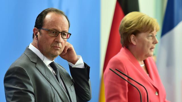 Le président François Hollande et la chancelière Angela Merkel lors d'une conférence de presse le 24 août 2015 à Berlin [JOHN MACDOUGALL / AFP/Archives]