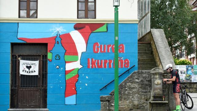 Peinture murale du drapeau basque, le 25 septembre 2016, à Larrabetzu [ANDER GILLENEA / AFP/Archives]