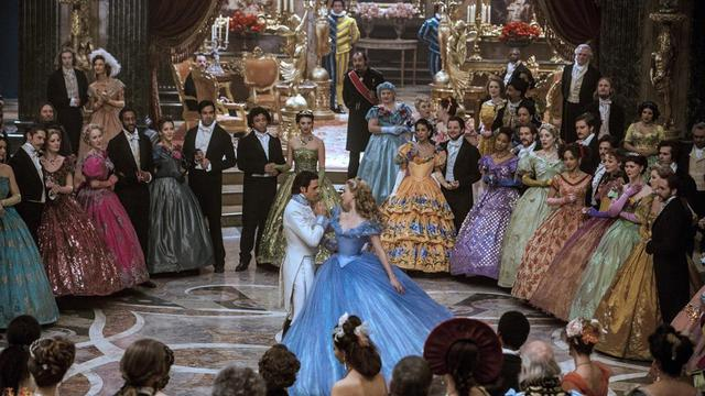 "Richard Madden et Lily James dans ""Cendrillon"" de Kenneth Branagh."